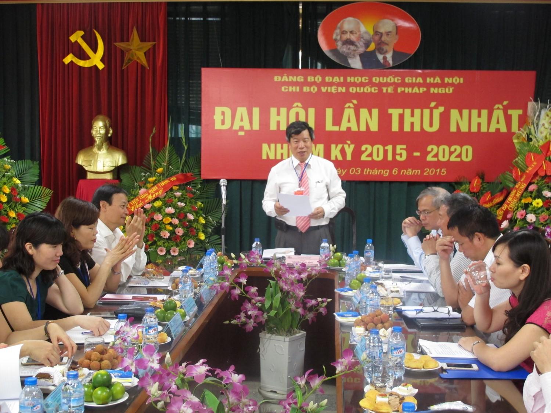 Đồng chí Nguyễn Ngọc Bình trình bày Báo cáo chính trị tại Đại hội