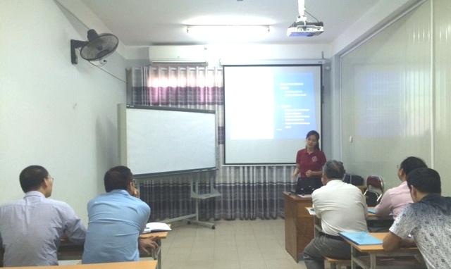 Học viên Đào Thủy Ngân bảo vệ luận văn trước hội đồng