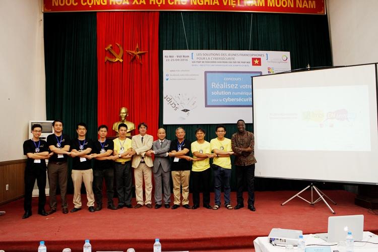 Các mentors và chuyên gia hỗ trợ cuộc thi