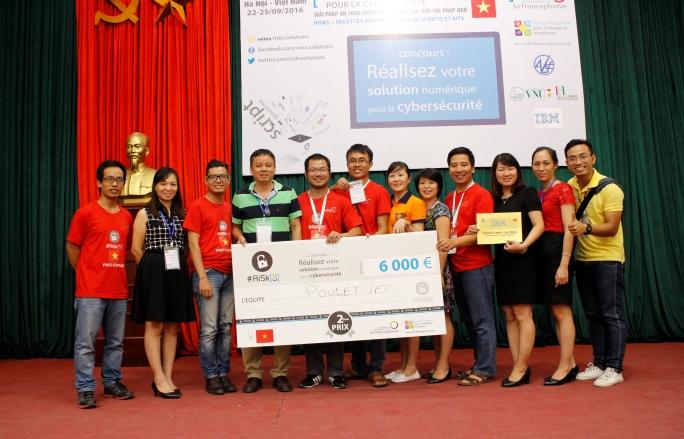 Đội Poulet IFI đạt giải nhì với sản phẩm DSmart