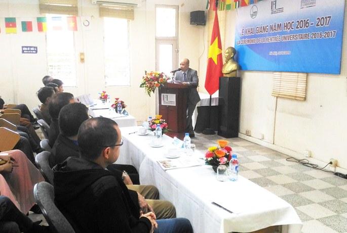 Phó Viện trưởng Phụ trách Ngô Tự Lập phát biểu khai mạc Lế Khai giảng