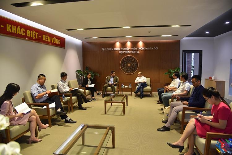 Ban lãnh đạo IFI làm việc cùng với ban giám đốc học viện Viettel