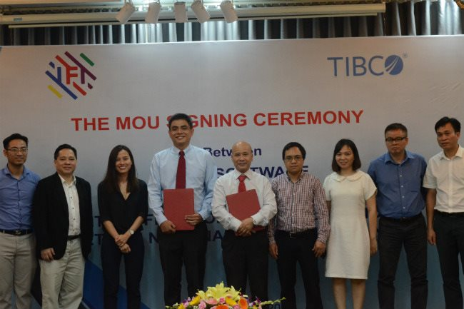 Representatives of TIBCO and IFI are seen at the signing ceremony - PHOTO: VAN LY