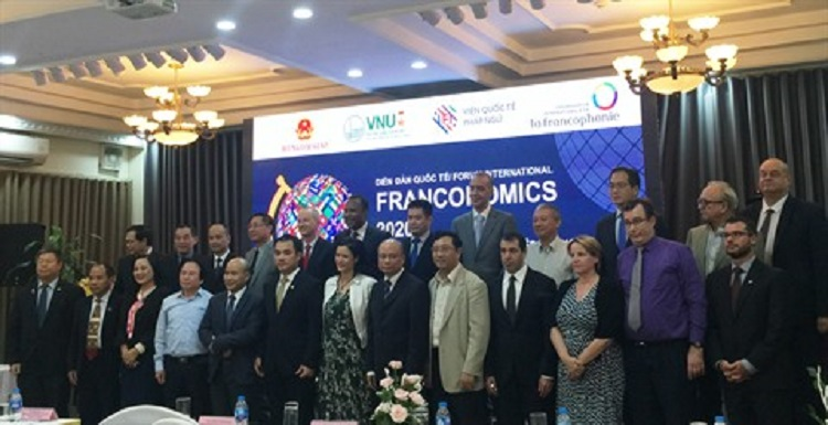 Photo de famille entre les participants au Forum Franconomics 2020.