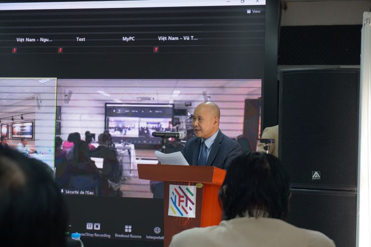 """Ông Ngô Tự Lập, Viện trưởng Viện Quốc tế Pháp ngữ tuyên bố khai mạc hội thảo quốc tế """"An ninh nước và Quản lý các lưu vực sông""""."""